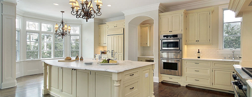 Bright and beautiful kitchen remodeling jobs with enameled custom cabinets, wood floors and quartz countertops.